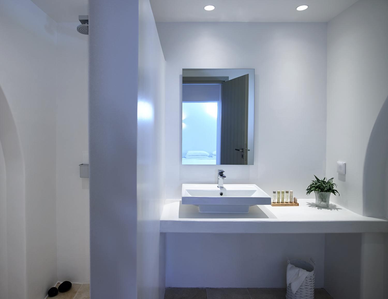 Honeymoon Suite | Aurora Luxury Suites | Pori beach, Imerovigli ...